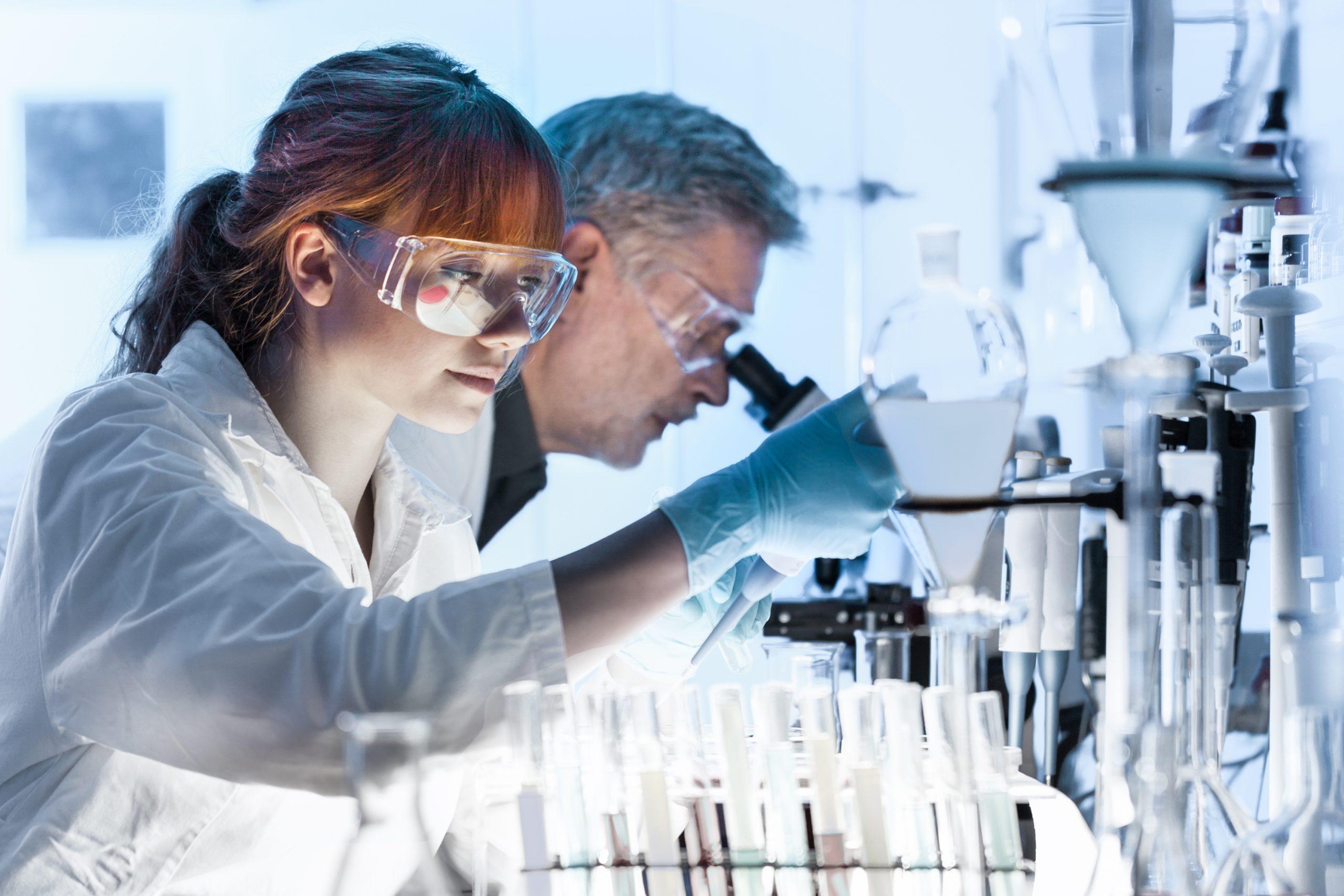 Becas Prácticas profesionales remuneradas en laboratorio con Fundación Novia Salcedo.